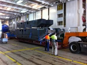 Operación buque RORO: Descarga de grúa de orugas desmontada 65 tons -  Puerto de Santander
