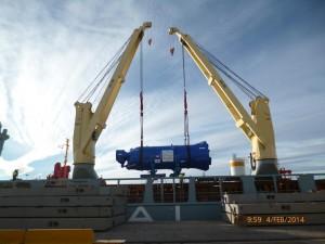 Trasvase de 2 piezas de 470 tons y 1 de 245 tons desde barcaza fluvial a buque oceánico